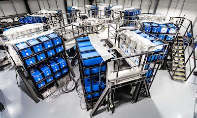 192-capacitors-around-vaccum-chamber_400px.jpg